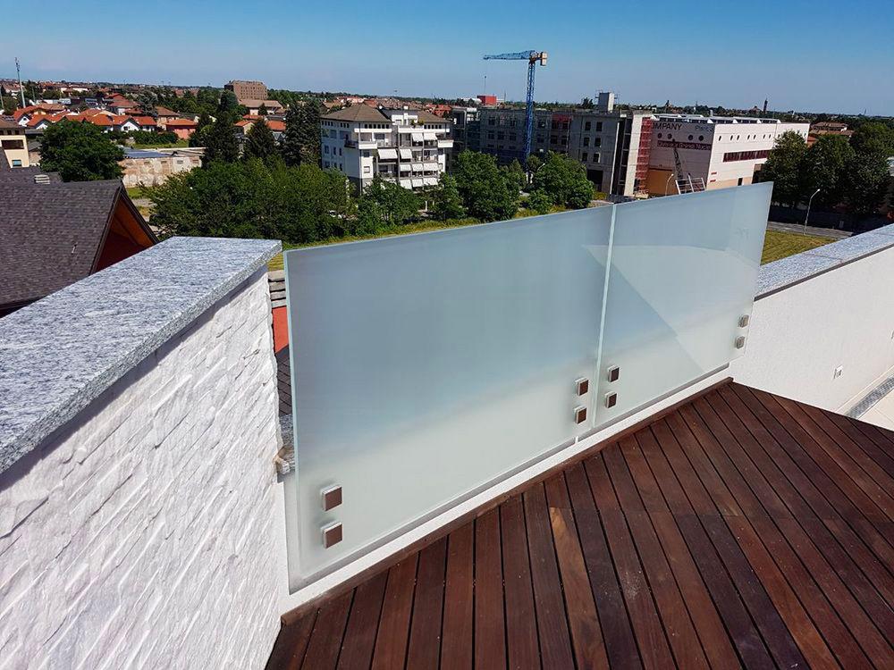 parapetto di vetro opaco